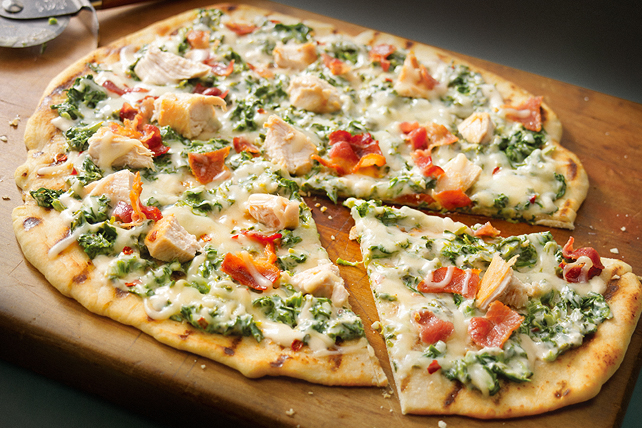 Grilled Spinach-Alfredo Pizza Image 1