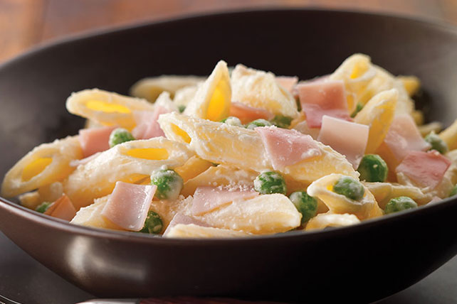Pasta with Creamy Sauce Image 1