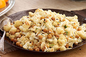 Roasted Cauliflower & Chickpea Toss