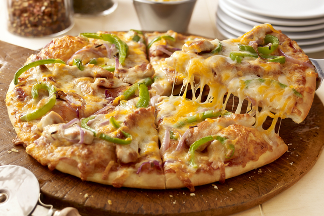 California-Style Barbecue Chicken Pizza Image 1