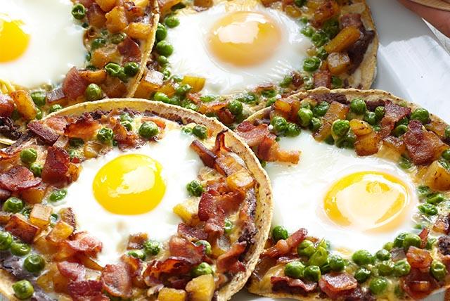 Huevos motuleños al horno Image 1