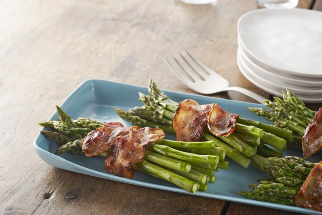 Bacon-Wrapped Asparagus Bundles Image 1