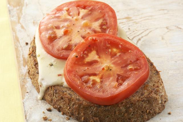 Canapés au fromage fondant et aux tomates Image 1