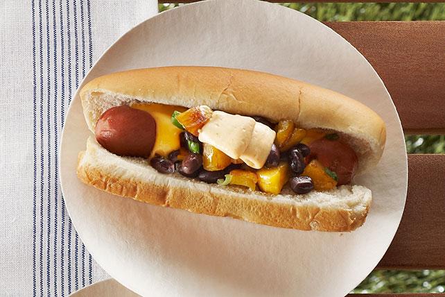 Hot dogs con plátanos, frijoles negros y queso Image 1
