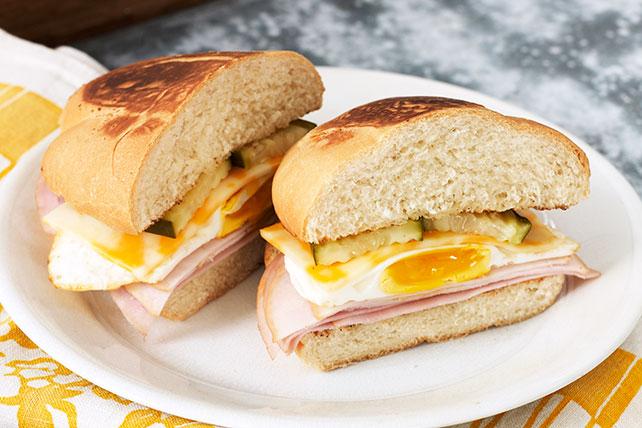 Sándwich de huevo en capas Image 1