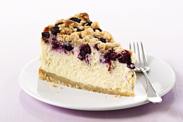 PHILADELPHIA Blueberry Streusel Cheesecake Image 1