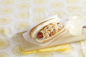 Hot dogs mexicanos con ensalada