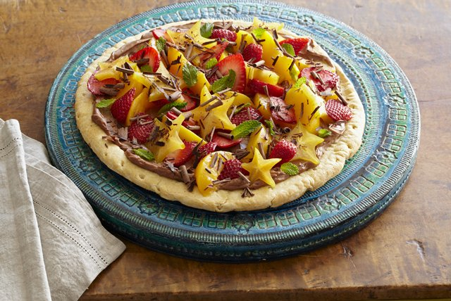 Fruit-Topped Chocolate Cream Pizza