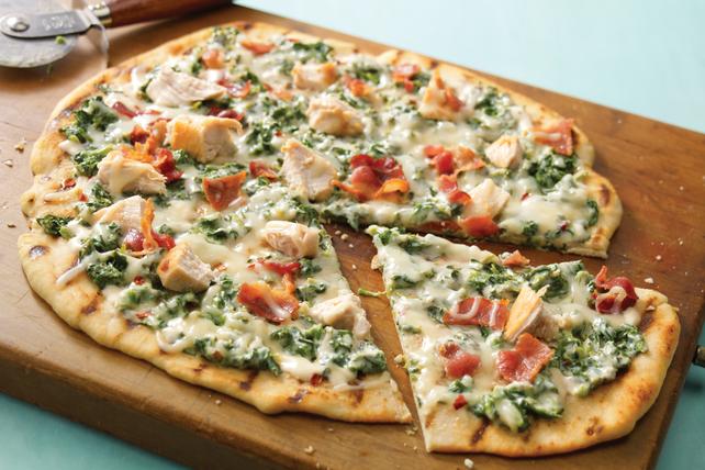 Pizza grillée aux épinards en sauce alfredo Image 1