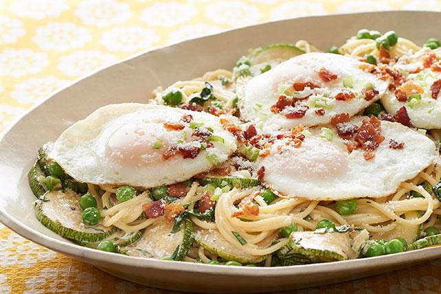 Espagueti con verduras y huevos estrellados Image 1