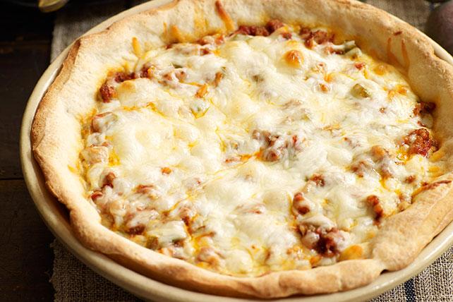 Pizza de salchicha de molde hondo Image 1