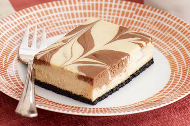 Barras de cheesecake de cappuccino con remolinos de chocolate Image 1