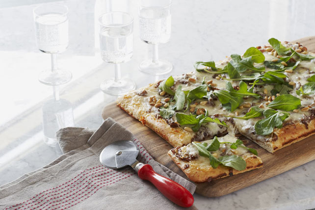 Caramelized Onion & Arugula Pizza Image 1