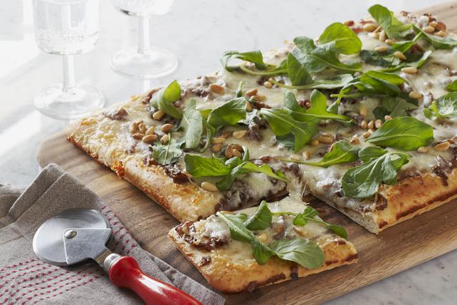 Pizza aux oignons caramélisés et à la roquette Image 1