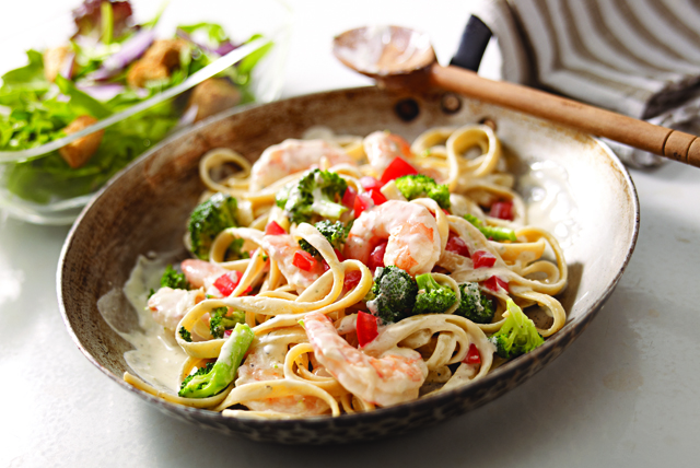 shrimp and broccoli with creamy garlic pasta shrimp broccoli creamy ...