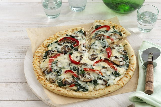 Easy Vegetable Alfredo Pizza Image 1