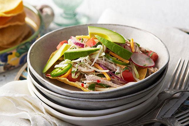 Ensalada de carne de cerdo con aguacate y chiles jalapeños Image 1