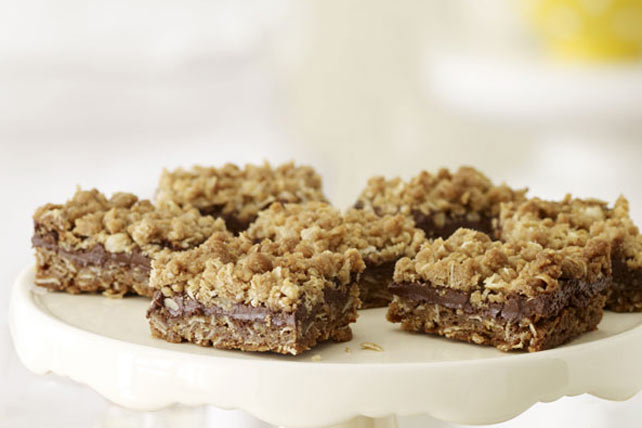 Peanut Butter & Chocolate Crumble Bars Image 1