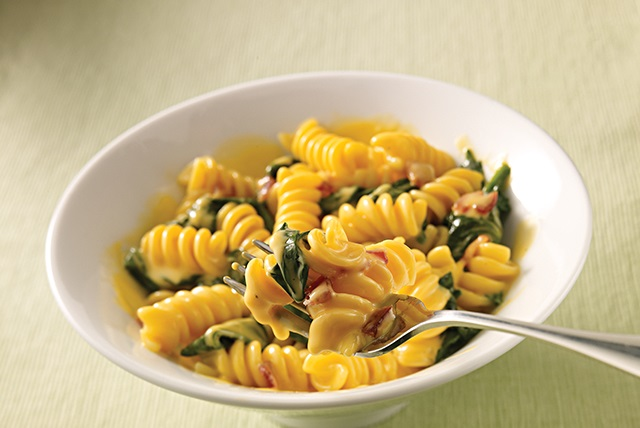Sharp Cheddar VELVEETA®, Spinach & Bacon Rotini Image 1