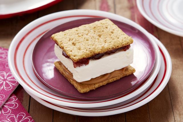Sandwichs au beurre d'arachide, à la confiture et à la crème glacée Image 1