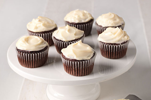 SNACK DELIGHTS Filled & Frosted Cupcakes Image 1