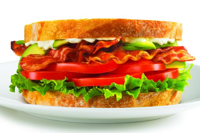 Sandwich bacon-laitue-tomates à l'avocat Image 1