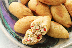 Croquetas de pollo tipo coxinhas brasileñas