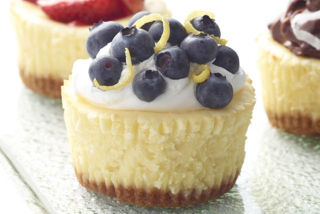 Mini cheesecakes PHILADELPHIA con moras azules Image 1