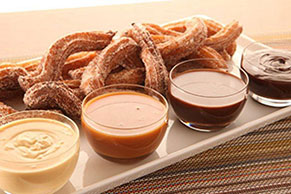 Churros con dip de chocolate