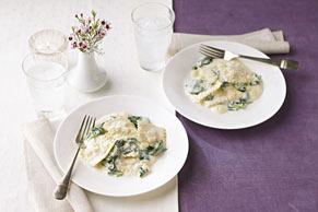 Ravioli in Creamy Spinach Sauce