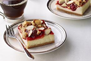 Barras de cheesecake con cerezas