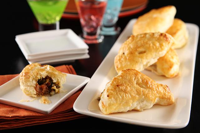 Empanaditas de tocino, chiles poblanos y queso Image 1