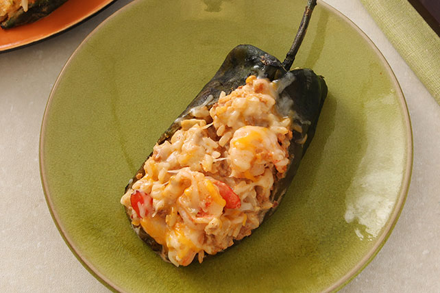 Cremosos chiles rellenos de camarones y chorizo Image 1