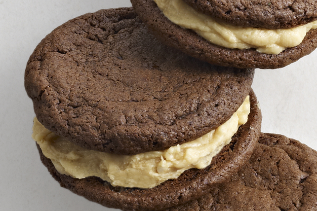 Chocolate-Peanut Butter Sandwich Cookies Image 1