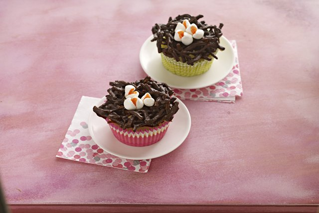 Mini Cheesecake Birds' Nests Image 1