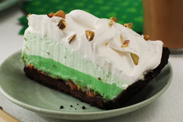 Easy Triple-Layer Pistachio Pie Image 1