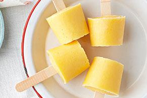 Paletas de yogur y durazno