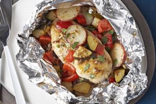 Papillotes de poulet et de légumes grillés à la grecque