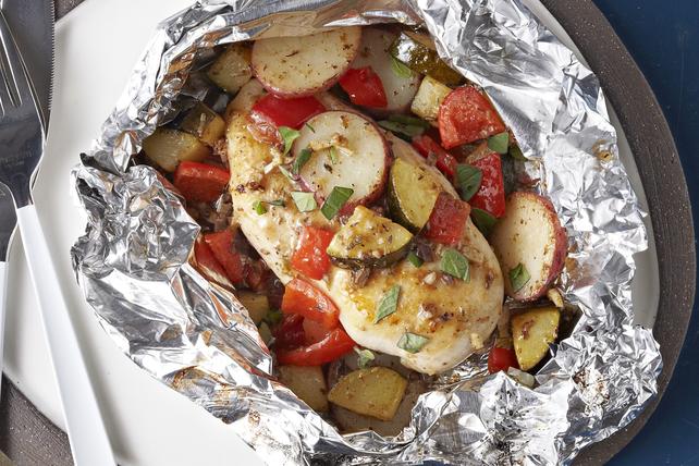 Papillotes de poulet et de légumes grillés à la grecque Image 1
