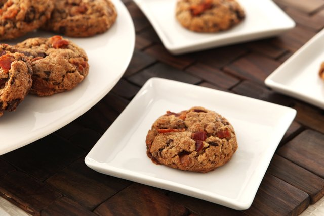 BAKER'S ONE BOWL Bacon, Caramel & Chocolate Chunk Cookies Image 1