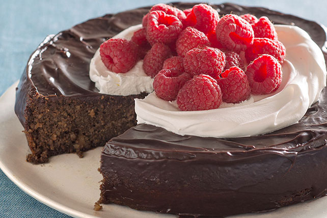 Flourless Chocolate Quinoa Cake with Chocolate Ganache Glaze - Kraft ...