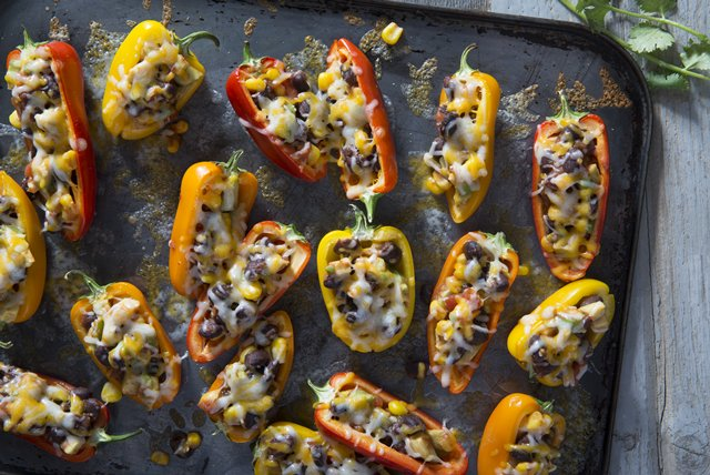 Mini Stuffed-Pepper Appetizers Image 1