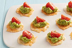 Crujientes bocadillos de queso con guacamole