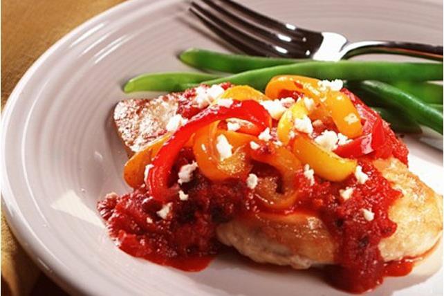 Poulet farci au féta et aux tomates avec poivrons Image 1