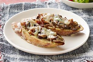 Tartines fondantes au bacon, aux champignons et au fromage