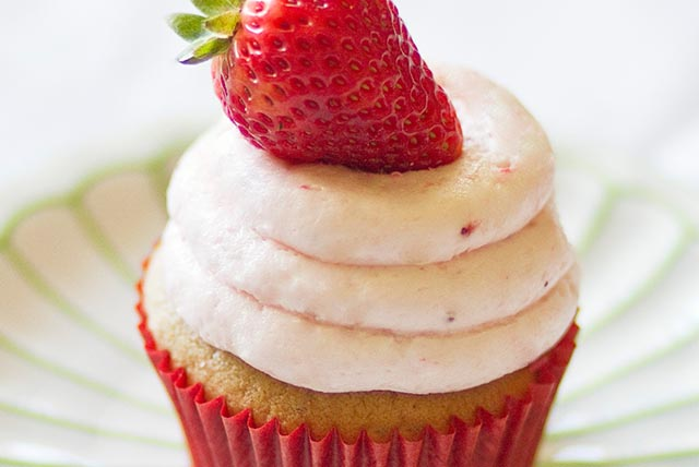 Lemon-Strawberry Cupcakes Image 1