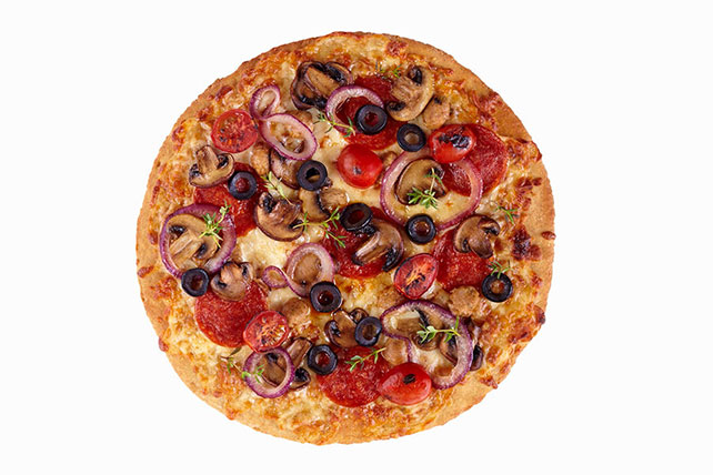 Pizza with Pepperoni & Veggies Image 1