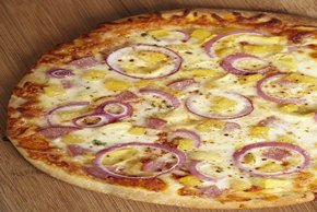 Weeknight Hawaiian Pizza Image 2