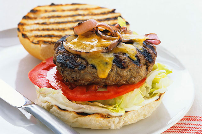 Hamburgers with Grilled Red Onions Image 1