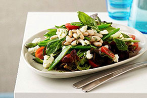 Green Salad with Asparagus and Tomatoes